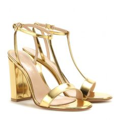 Gianvito Rossi Metallic Leather Sandals (598,745 KRW) ❤ liked on Polyvore featuring shoes, sandals, gold, gianvito rossi sandals, leather sandals, metallic gold sandals, metallic shoes and gianvito rossi