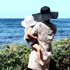 Vogavoe - Looking Back People Around The World, Real People, Looking Back, Hats, Fashion, Moda, Hat, Fashion Styles, Fashion Illustrations