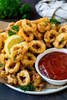 Crispy fried calamari is a fun and easy appetizer! Crispy fried calamari is a fun and easy appetizer! Hot Appetizers, Appetizers For A Crowd, Seafood Appetizers, Appetizer Recipes, Dinner Recipes, Appetizer Dinner, Olive Garden Appetizers, Dinner Menu, Squid Recipes