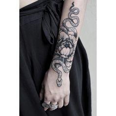 Super Ideas Tattoo Arm Snake Flower - Thinks Tatto Foot Tattoos, Forearm Tattoos, Finger Tattoos, Body Art Tattoos, Sleeve Tattoos, Tattoo Skin, Tattoo Art, Small Tattoos, Tatoos