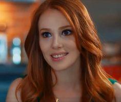 mooi rood is niet lelijk ♥ Red hair - Elçin Sangu Siegfried Rauch, Light Red Hair, I Love Redheads, Red Hair Woman, Elcin Sangu, Prettiest Actresses, Gorgeous Redhead, Turkish Beauty, Strawberry Blonde