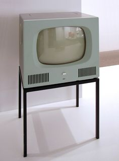 fernsehgerät hf 1, 1958 by herbert hirche for braun (I really like this! flat screens just aren't the same)