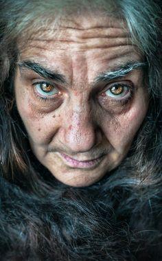 Le rughe Sono cicatrici di un sorriso, delle lacrime, delle domande, solchi dove al suo interno c'è scritta una storia, con parole citate dalla vita stessa. (Matteo De Grandis © Tutti i diritti riservati) #Old #Dragan #Donna #Anziana #Dettaglio #Pelle #Art #Photography #Nikon #50mm #Eyes #Creepy #Horror
