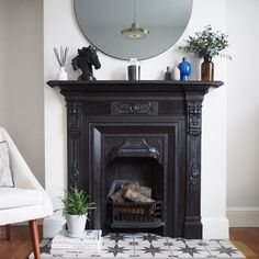 Terrific Pictures victorian Fireplace Hearth Style – Rebel Without Applause Home Fireplace, Victorian Fireplace, Fireplace Design, Home Living Room, Bedroom Decor, Black Fireplace, Fireplace Makeover, Fireplace Surrounds, Fireplace Hearth