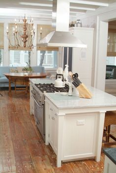 Trendy kitchen island with stove top interior design ideas Kitchen Island With Cooktop, Kitchen Layouts With Island, Farmhouse Kitchen Island, Kitchen Stove, Kitchen Redo, New Kitchen, Kitchen Islands, Kitchen Rustic, Stove In Island