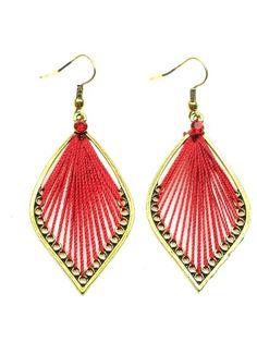 Goudkleurige oorbellen met rood vlechtdraad (hanger)