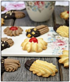 Decadent Cakes, Italian Cookies, Empanadas, Crepes, Cake Cookies, Cookie Recipes, Frosting, Tea Party, Waffles