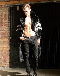 @ellisharman in fur coat ✌ . . . . . #adonisinfur #meninfur #furcoat #minkfur #minkfurcoat #realfur #realfurcoat #malemodel…