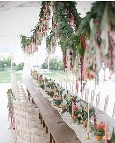 It can be romantic, bohemian, beautiful and so stylish. Check out our list of ideas for cool ideas for styling pampas grass for your wedding day.