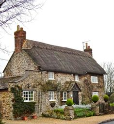 Stone, thatched roof cottage - inspiration for the Stovy cottage in Kiss of the Assassin Stone Cottages, Cabins And Cottages, Stone Houses, Stone Cottage Homes, Cute Cottage, Cottage Style, Romantic Cottage, English Country Cottages, English Countryside