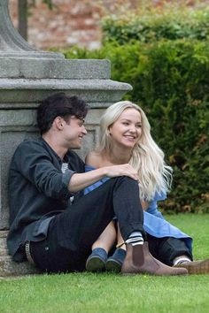 dove cameron two wolves dove cameron shows major pda with boyfriend thomas doherty Cody Christian, This Is Love, Cute Love, Cute Couples Goals, Couple Goals, Dove Cameron Tattoo, Descendants, Dove And Thomas, Two Wolves