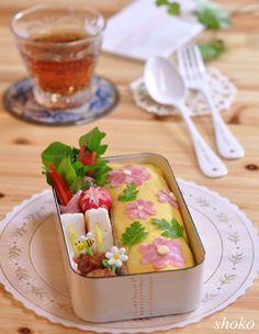 冷凍ストックで簡単に!花のオムライスのお弁当♪ やさしい時間♪