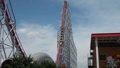 """Der lange Stahldrachen.Der """"Steel Dragon 2000"""" im japanischen Nagashima hält mit 2,47 Kilometern den Rekord als längste Achterbahn. Besonderes Schmankerl: Ein 93 Meter Sturz mit einer Spitzengeschwindigkeit von 153 Kilometern pro Stunde."""