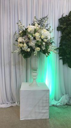 Reception piedestal White and green @atelierdual #atelierdual