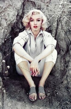 I love this photo of Marilyn the juxtaposition between her glamorously done up 1950s face and the muted colors of the sparse bit of nature around her is utterly exquisite and entirely haunting.
