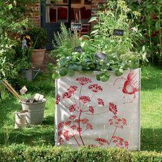 Construire une cabane en osier vivant osier pinterest for Decoration pour jardin exterieur 1 vannerie exterieure haie vivante en osier tresse abri