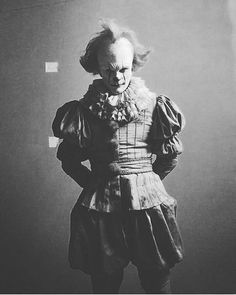 Is this a real behind the scenes photo? Edit: it is confirmed that this guy is Bill's stunt double. Horror Show, Horror Art, Horror Movies, Skarsgard Family, Bill Skarsgard, Clown Horror, Creeped Out, Pennywise The Dancing Clown, Creepy Pictures