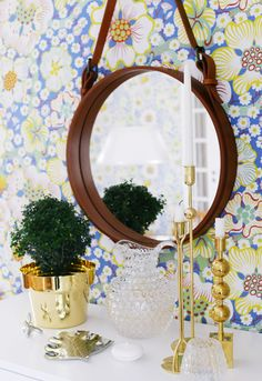love the styling and round mirror