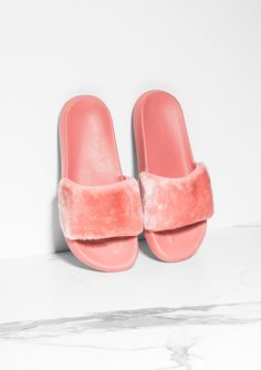 Tess Pink Faux Fur Sliders £17.00 Missy Empire