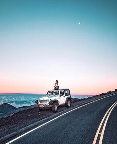 Com adventure bucket list, photography challenge, jeep life, t Beach Aesthetic, Summer Aesthetic, Travel Aesthetic, My Dream Car, Dream Cars, Jeep Photos, Car Pictures, Summer Goals, Above The Clouds