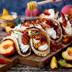 Pancake Tacos with Caramelized Peaches and Pancetta - Pancake Tacos with Caramelized Peaches and Pancetta Das schönste Bild für Fingerfood veloci , das - Think Food, Love Food, Breakfast Desayunos, Gourmet Breakfast, Yummy Food, Tasty, Clean Eating Snacks, Mexican Food Recipes, Snacks