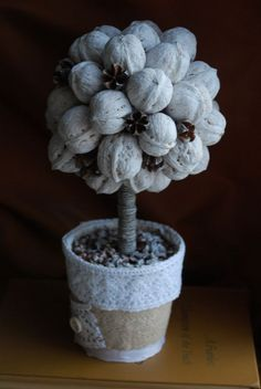 karácsony karácsonyi dísz karácsonyfa Nature Crafts, Fun Crafts, Diy And Crafts, Crafts For Kids, Christmas Advent Wreath, Christmas Art, Flower Crafts, Diy Flowers, Pine Cone Crafts
