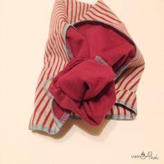 Ein Halsduk für dich – ein Halstuch für mich – ein Tutorial für euch! Es ist Frühling und so langsam wird es warm aber genau wie ich, hat das Bärenkind eigentlich immer Mütze und Halstuch dabei (hier an der Küste sowieso) um schön warm und geschützt zu sein oder gar eine Schlupfmütze, die beides gleichzeitig …