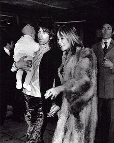 Photography- vintage rock & roll Keith Richards, Anita Pallenberg et leur fils Marlon 1969