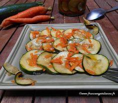 ...présentée par Léna  Pour ceux/celles qui commencent à être en panne d'inspiration pour cuisiner  les courgettes, voici une salade de courgettes et carottes marinées!  Croquante, pleine de saveurs et de vitamines, elle m'a été inspirée par des  salades coréennes très à la mode en Russie dans