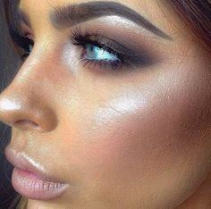 Glowing skin and smokey eye