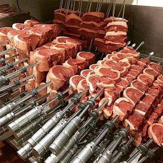 Beef Sirloin, Beef Steak, Beef Tenderloin, Fire Cooking, Outdoor Cooking, Meat Recipes, Cooking Recipes, Food Vans, Meat Shop