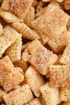 This cinnamon sugar chex mix is SO GOOD. It's super easy to make and the buttery crunch is insanely addictive! Such an awesome snack idea for parties Christmas Super Bowl school snacks mid-afternoon cravings everything! It's Churro Chex Mix - So good! Healthy Superbowl Snacks, Yummy Snacks, Yummy Food, Healthy Snack Recipes, Healthy Sweet Snacks, Healthy Meals To Cook, Tasty, Snack Mix Recipes, Gourmet Recipes