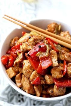 I'm all about eating healthy and tasty stir fries because they take so little time to make. Try this black pepper chicken recipe at home in just 15 minutes! Chicken Recipes At Home, Recipes With Chicken And Peppers, Chicken Stuffed Peppers, Recipe Chicken, Stir Fry Recipes, Healthy Recipes, Healthy Dinners, Healthy Food, Chinese Chicken Wings