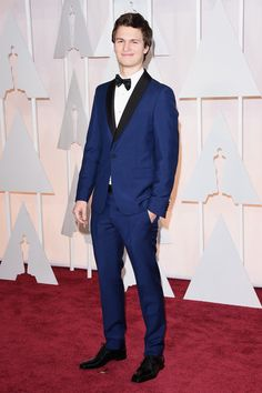 b6ead7d3b1410 Ansel Elgort was another red carpet stunner in a blue suit! One thing s for  sure  the Oscars are for colored tuxedos.