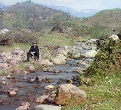 rare color photos of the russian empire 1900s by sergey prokudin-gorsky  (self-portrait)