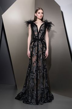 MaySociety — Ziad Nakad Ready To Wear Fall/Winter Haute Couture Dresses, Couture Fashion, Evening Dresses, Prom Dresses, Formal Dresses, Feather Dress, Types Of Dresses, Fitness Workouts, Spring Dresses