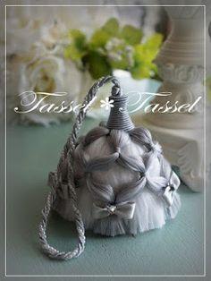 """Милые сердцу штучки: """"Еще немного красивых кисточек"""" Diy Tassel, Tassel Jewelry, Tassel Earrings, Jewelery, Saree Tassels, Glands, Passementerie, Handmade Decorations, Fabric Decor"""