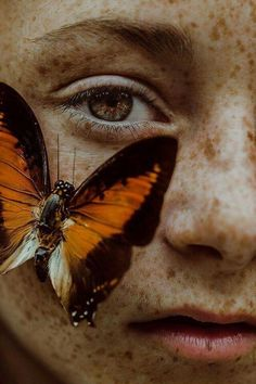 Girl with butterfly on her face aesthetic peach Butterfly Sketch, Butterfly Eyes, Butterfly Photos, Butterflies, Face Photography, Artistic Photography, Creative Photography, Close Up Portraits, Fantasy Portraits