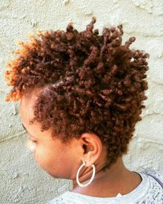Finger coils are a great option for all natural hair types. Here's how to create beautiful finger coils plus 25 great finger coil styles for natural hair. Coiling Natural Hair, Natural Hair Cuts, Natural Hair Twist Out, Natural Hair Journey, Natural Hair Styles, Short Hair Twist Out, Tapered Natural Hairstyles, Natural Skin, Finger Coils Natural Hair