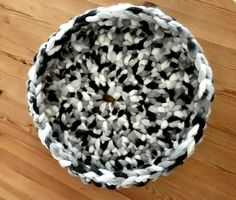 Make a crochet cat bed with this tutorial using a giant ball of yarn and a big crochet hook. Sure to be a hit with your favorite cat.