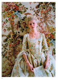 Maria Antonieta estilo rococó  Mangas com pagado eram uma das características da moda barroca