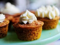 Pioneer Woman: Moist Pumpkin Spice Muffins (With Cream Cheese Frosting). minus the raisins, these are supposed to be the best pumpkin muffins of all time. Just Desserts, Delicious Desserts, Dessert Recipes, Yummy Food, Dessert Healthy, Cookie Recipes, Pumpkin Recipes, Fall Recipes, Spiced Pumpkin