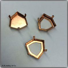 Setting: K23/42B (Closed Back)  Setting: K23/42L (Open Back) Fits Swarovski Article: 4706 17mm http://www.ehashley.com/eh-ashley-wholesale-swarovski-crystal-fancy-stones.php