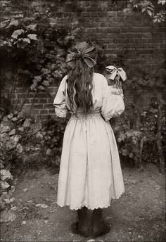 1910 Girl and Doll matching hairstyles. Love this! This was me at that age.