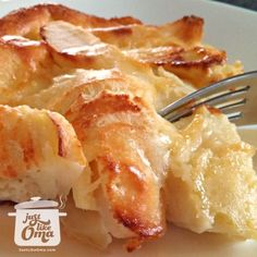 German Apple Pancake -- made in the oven, covered in apples, and puffs up beautifully! Check out the recipe at http://www.quick-german-recipes.com/german-apple-pancake-recipe.html  Like it! Share it!   Pin it! Make it! Enjoy it!