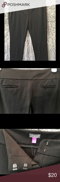 ➡️Vince Camuto Ankle Pants in Black⬅️ Black Vince Camuto ankle pants, size 14.  Ponte material, bit of a looser slim fit.  Pre-loved, well-cared for, good condition. Vince Camuto Pants Ankle & Cropped