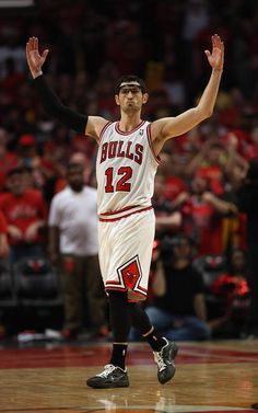 kirk hinrich 3 pointer- Damn these Bulls I really Like them...let me repeat I'm a DIE HARD Knicks Fan. And Hinrich is so gangsta with it. lol