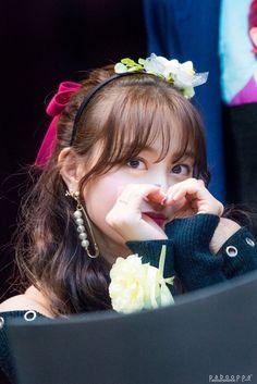 Twice-Jihyo 171117 Fansign in Mokdong Nayeon, K Pop, South Korean Girls, Korean Girl Groups, Leader Twice, Park Ji Soo, Jihyo Twice, Twice Once, Fandom