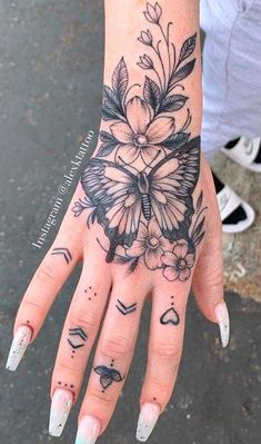 Pretty Hand Tattoos, Small Hand Tattoos, Mini Tattoos, Full Hand Tattoo, Hamsa Hand Tattoo, Rose Tattoo Forearm, Sternum Tattoo, Dope Tattoos For Women, Tiny Tattoos For Girls
