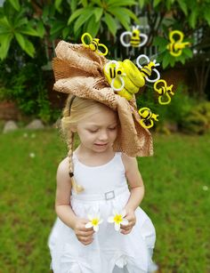 How to make a Bumble Bee & hive Easter Parade Hat. Pretty & amazing DIY Easter bonnet ideas and inspiration How to make a Bumble Bee & hive Easter Parade Hat. Pretty & amazing DIY Easter bonnet ideas and inspiration Crazy Hat Day, Crazy Hats, Easter Hat Parade, Wacky Hair Days, Bee Hat, Fascinator, Crochet Kids Hats, Hat Crochet, Spring Hats